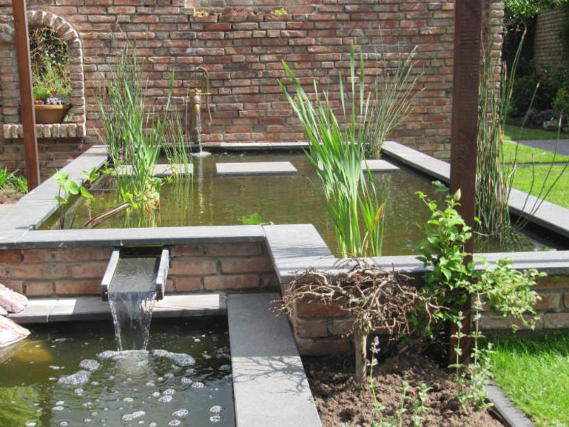 Sfeervolle tuin met metselwerk for Waterpartij maken